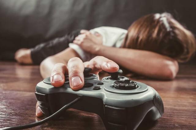 bạn em chỉ ham thích trò chơi điện tử mà